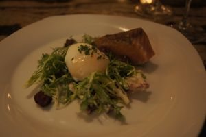 Table_salmon_with_poached_egg